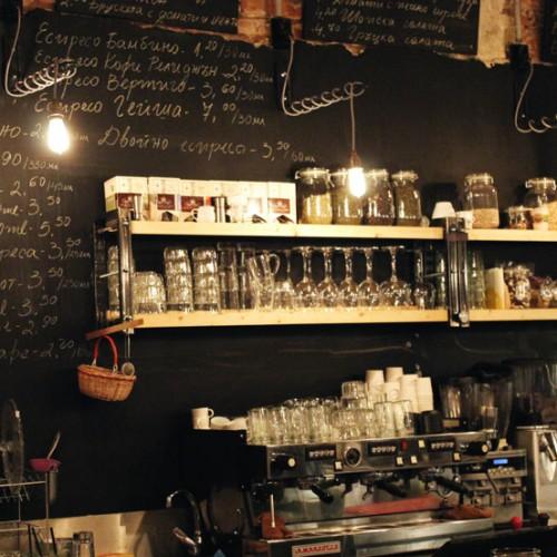 Фабрика Дъга – кафе, вкусна храна и много отношение.