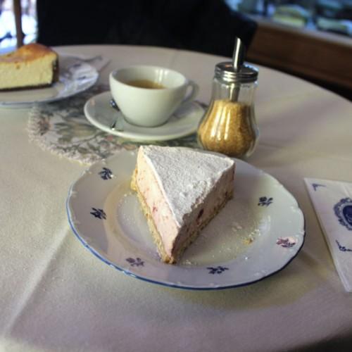 Вила Росиче – божествени торти, чийзкейкове и кафе напитки.